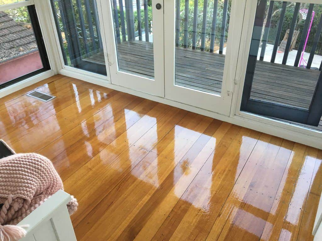 Polished wooden floor for wood waxing and buffing