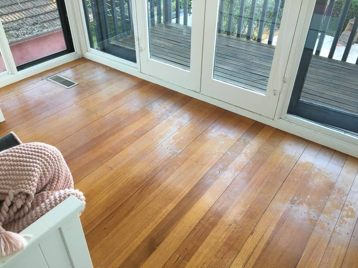 Dull wooden floor for wood waxing and buffing